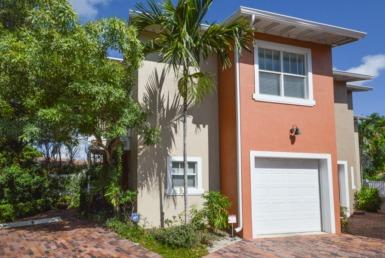 271 SE 22nd St Fort Lauderdale, FL 33316