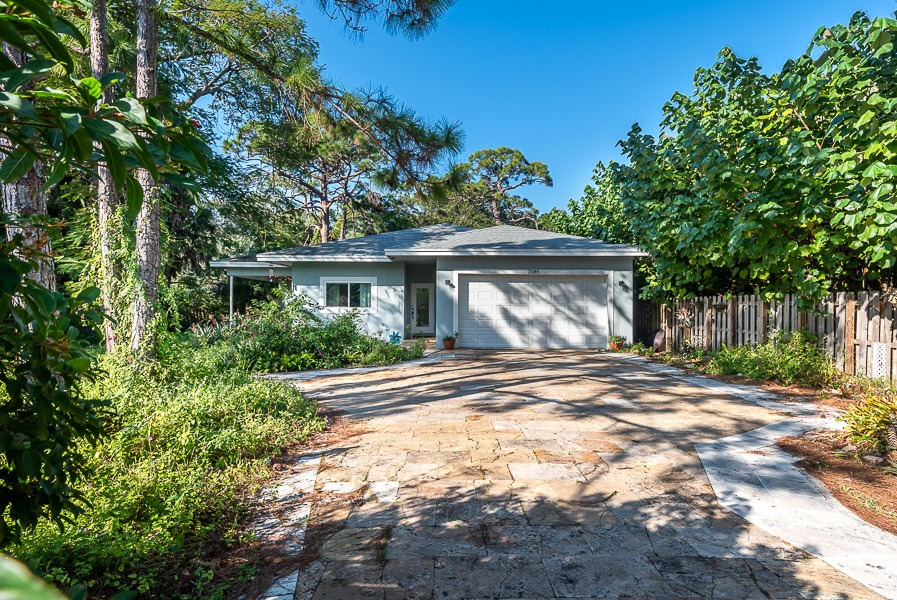 2085 SW 29th Ave Fort Lauderdale, FL 33312