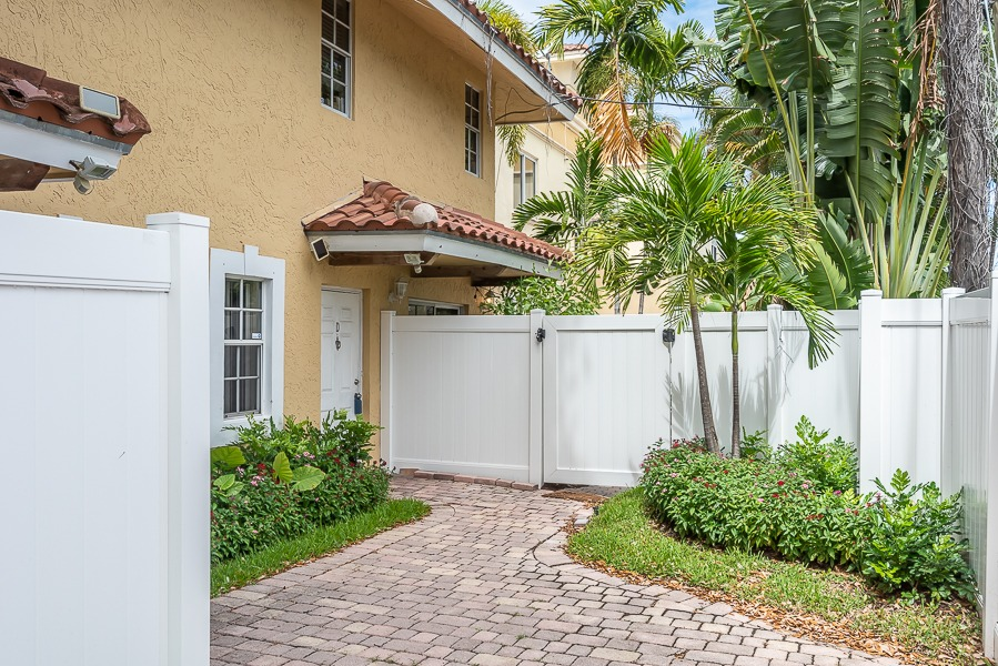 1101 NE 6th St # D Fort Lauderdale, FL 33304