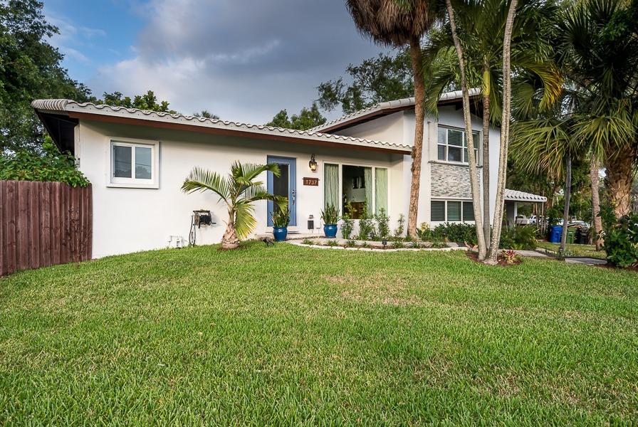 1737 SW 4th Ct Fort Lauderdale, FL 33312