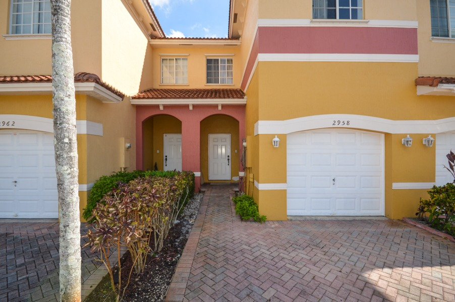 2958 NW 35th Ave Lauderdale Lakes, FL 33311